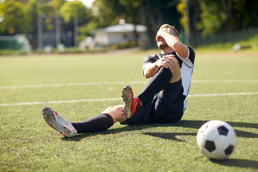Soccer player with a knee injury