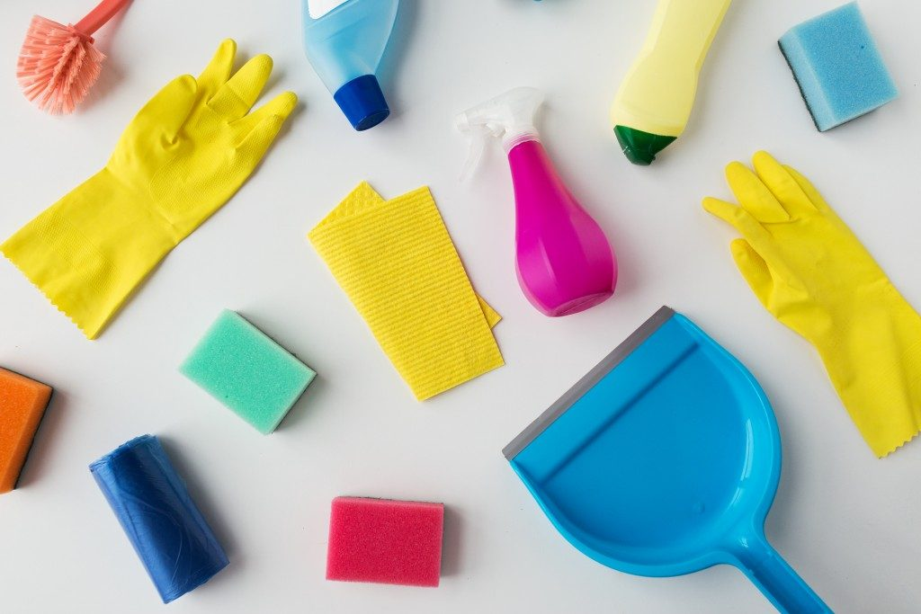 different cleaning materials