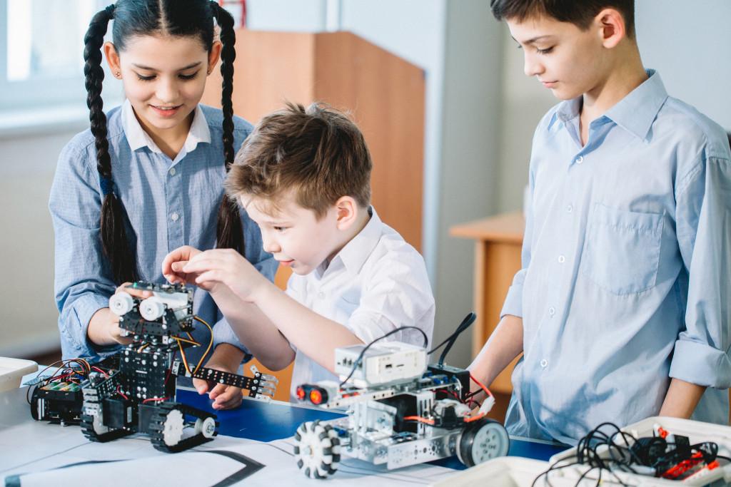 children doing robotics